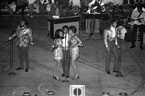 THE 5TH DIMENSION LIVE